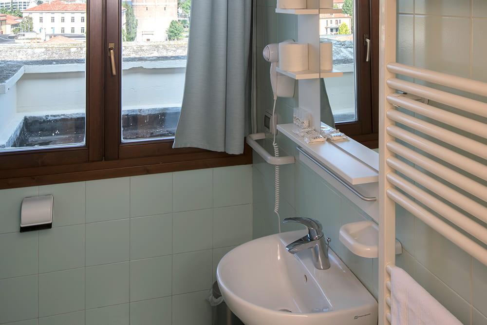 Camera 4 letti bagno